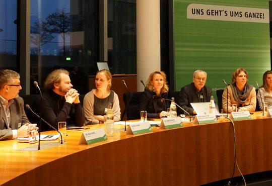 """Panel """"Land- und Oceangrabbing - Raubbau auf Kosten von Mensch und Natur"""""""
